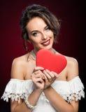 Moça da beleza com coração do Valentim Imagens de Stock