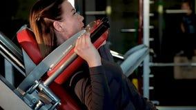 Moça desportiva contratada no simulador do poder video estoque