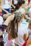 Moça e seu cabelo da trança imagem de stock royalty free