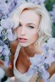 Moça em flores da íris foto de stock royalty free