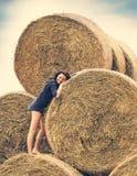 Moça em um fundo do monte de feno Foto de Stock Royalty Free