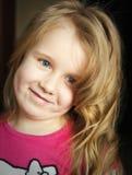 Moça encaracolado do cabelo louro Fotografia de Stock