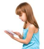 A moça está usando a tabuleta imagens de stock royalty free