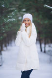 Moça feliz na floresta do inverno Imagens de Stock Royalty Free