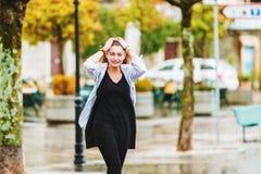 Moça feliz sob a chuva Fotos de Stock Royalty Free