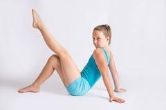 Moça na pose da ginástica Imagens de Stock