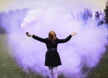 Moça no fumo colorido Fotos de Stock
