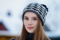 Moça no inverno em Trakai fotografia de stock