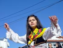 Moça no traje tradicional albanês em uma cerimônia que marca o 10o aniversário da independência do ` s de Kosovo em Dragash Fotografia de Stock Royalty Free
