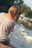 Moça que aprecia perto do rio Imagens de Stock
