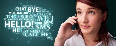 Moça que chama pelo telefone com nuvem da palavra Imagem de Stock