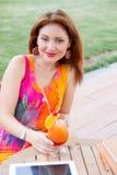 Moça que consulta o PC na moda da tabuleta Foto de Stock Royalty Free