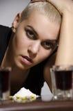 Moça que esforça-se com seus hábitos maus Imagens de Stock Royalty Free