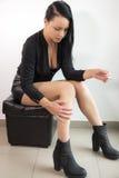 Moça que espera para pendurar para fora Fotografia de Stock
