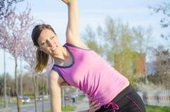 Moça que exercita fora Imagem de Stock