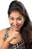 Moça que instrui para manter o silêncio Foto de Stock Royalty Free