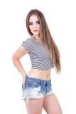 Moça que levanta o short e a colheita vestindo da sarja de Nimes Imagem de Stock Royalty Free