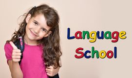 Moça que mostra o polegar acima com a escola de língua do texto imagens de stock royalty free