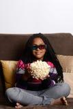 Moça que olha o filme 3d Fotos de Stock Royalty Free