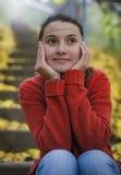 Moça que pensa em seu noivo Fotos de Stock Royalty Free