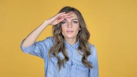 Moça que procura a possibilidade nova, Bakground amarelo filme