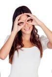 Moça que simula vidros com suas mãos Fotos de Stock Royalty Free