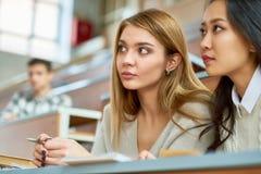 Moças bonitas na faculdade imagem de stock royalty free