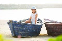 Moças no barco Imagens de Stock