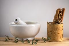 Moździerzowy tymiankowy cynamon fotografia stock