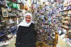 2 może 2016 Izrael Copts, Muzułmańska babcia w jego sklepie Obrazy Royalty Free