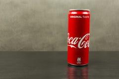 Może koka-koli wiśnia na ciemnym tle Zdjęcia Royalty Free