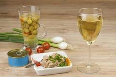 Może tuńczyk, zdrowy posiłek z warzywami Zdjęcia Royalty Free