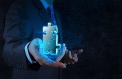 Mão do homem de negócios que mostra o sinal da parceria Fotos de Stock Royalty Free