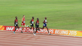 Mo Farah- und Kenyantrio in den 10.000 Metern abschließend an den IAAF-Weltmeisterschaften in Peking, China Lizenzfreies Stockbild