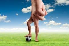 Mão masculina com uma bola Fotografia de Stock Royalty Free
