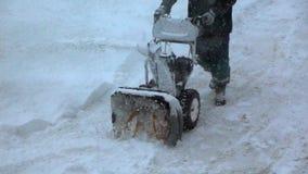 Mo materiał filmowy Snowblower czysty śnieg od chodniczka w zimie zbiory