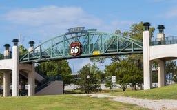 11mo puente de la calle sobre Route 66 en Tulsa Oklahoma Imágenes de archivo libres de regalías