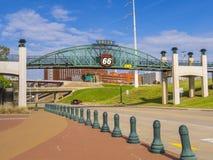 11mo puente de la calle sobre Route 66 en Tulsa Oklahoma - TULSA - OKLAHOMA - 17 de octubre de 2017 Fotografía de archivo