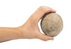 Mão que guardara a bola de pedra Imagens de Stock
