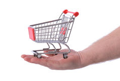 Mão que guardara o trole da compra Fotografia de Stock