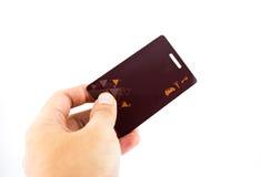 Mão que sustenta o cartão chave de afastamento de segurança Imagens de Stock Royalty Free