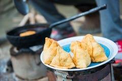 Mo: smażący kluchy lokalny jedzenie Nepal Obraz Stock