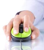Mão usando o rato Imagens de Stock