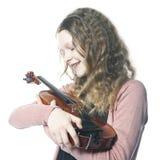 A moça com cabelo encaracolado louro guarda o violino no estúdio Foto de Stock Royalty Free