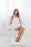 Moça no branco Fotos de Stock Royalty Free
