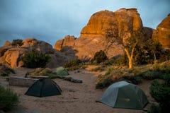 Moab Utah wölbt nationales kampierendes Teufellager 2 stockbilder