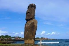 Moai на пляже на острове пасхи, Чили Стоковая Фотография