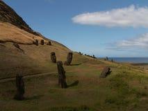 Moai dispersado Foto de archivo libre de regalías