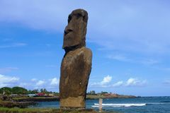 Moai na praia na Ilha de Páscoa, o Chile Fotografia de Stock