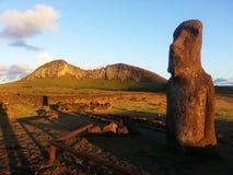 Moai no nascer do sol foto de stock royalty free